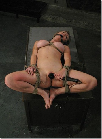 chantas-bitches-slave-self-torturing-her-pussy
